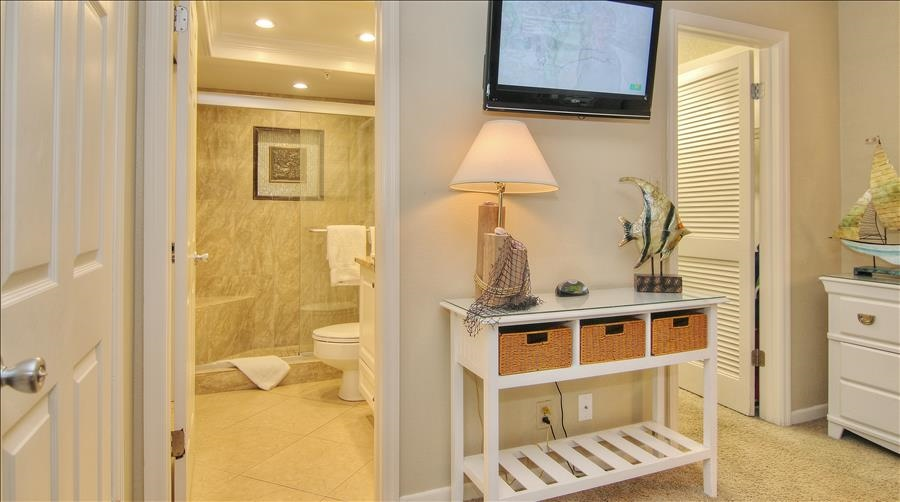 Guest Room w/Attached Bath