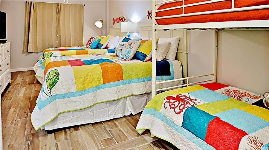 Large Guest Room w/Bunks