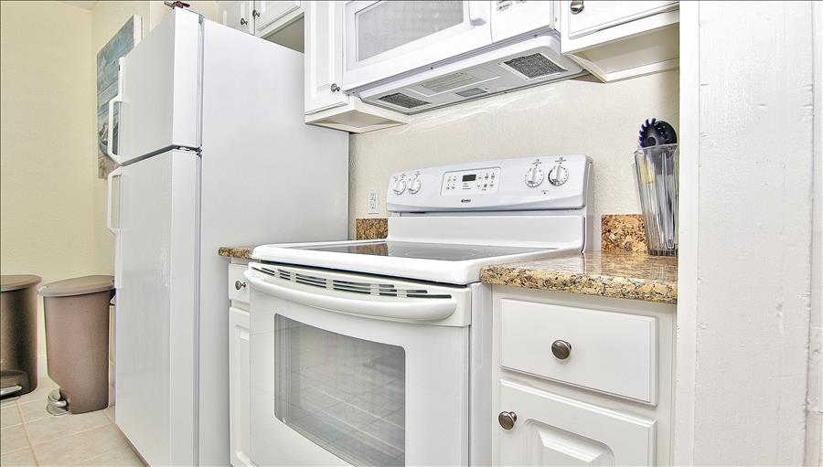 Oven & Microwave in Kitchen