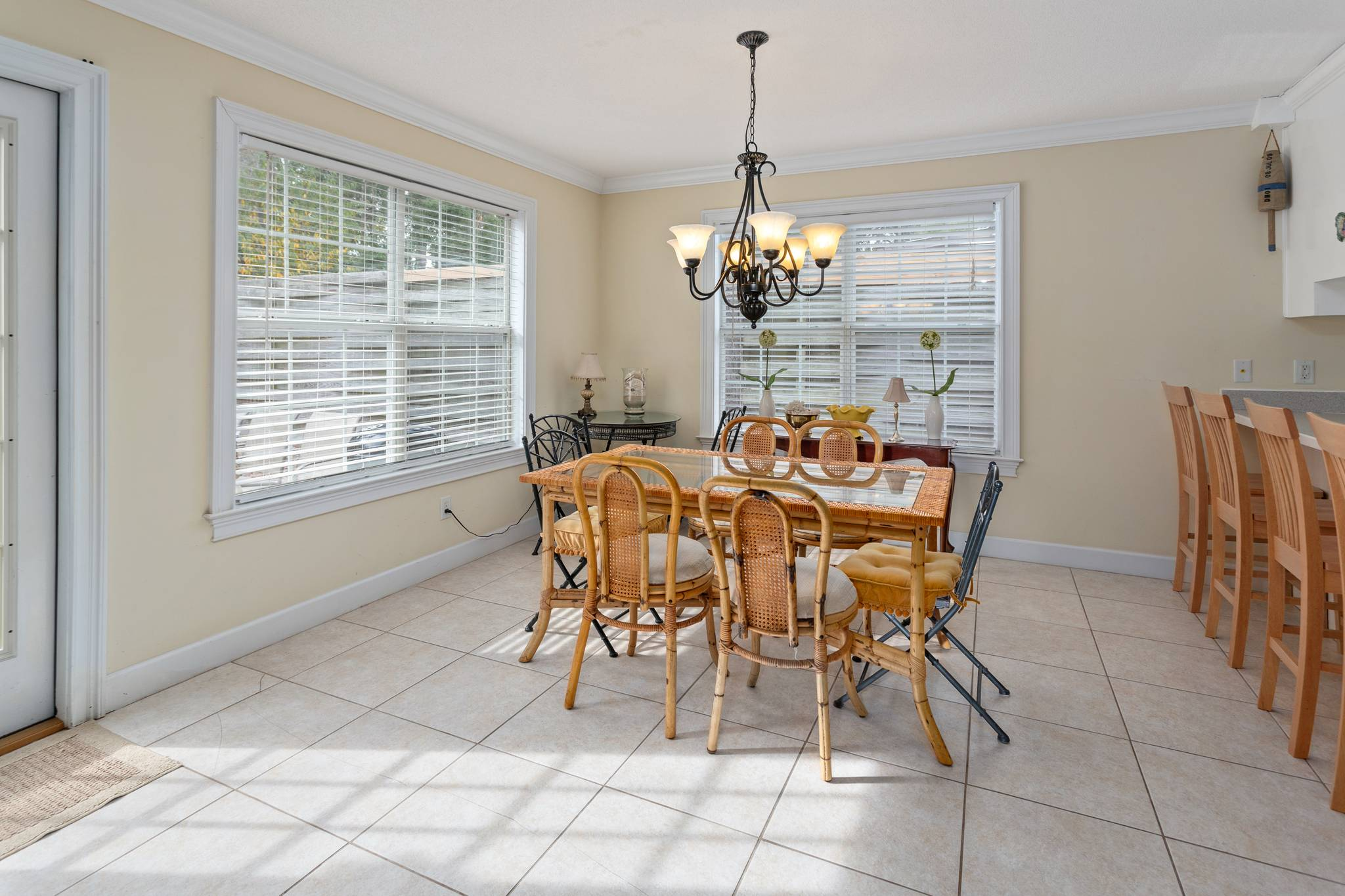 DIning Area at 162 TOLUCA on St. Simons Island
