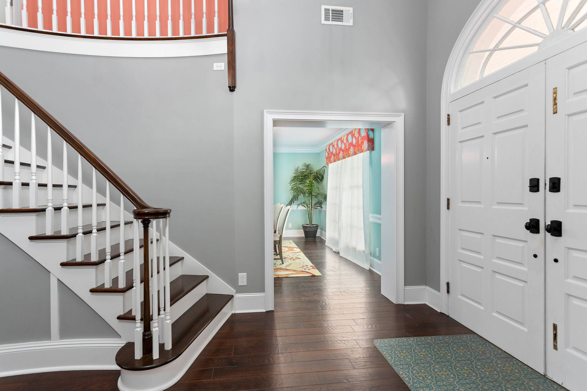 Entrance at 154 Gould St on St Simons Island