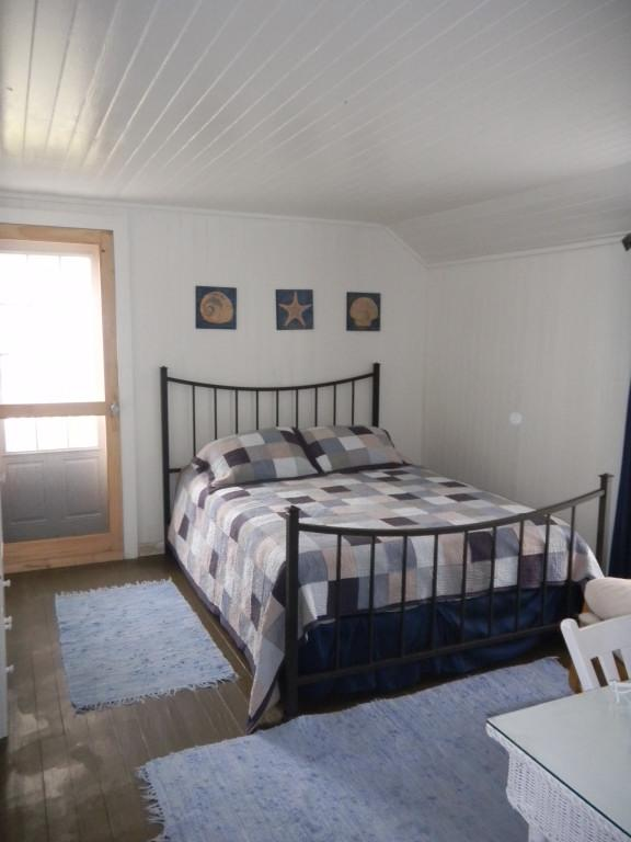 bedroom queen hinsdale house rental | Angola On The Lake Beach House - Angola Beach House ...
