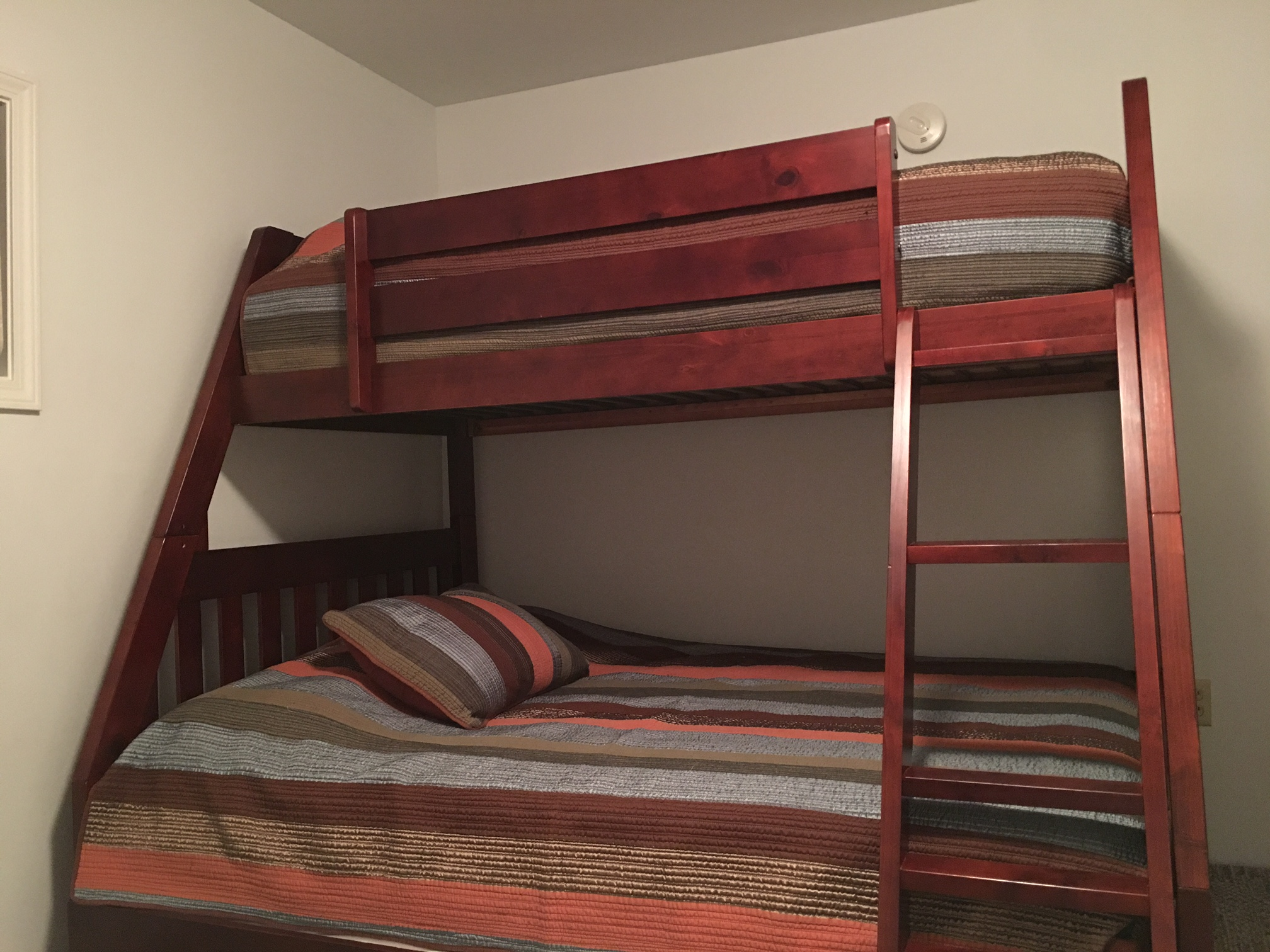 The Silver Star: Ellicottville - Double Bunk Bedroom with Twin on top and a Trundle