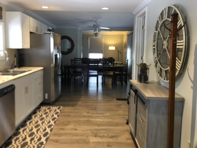 The Silver Star: Ellicottville - View of Kitchen and Dining Room from Entrance