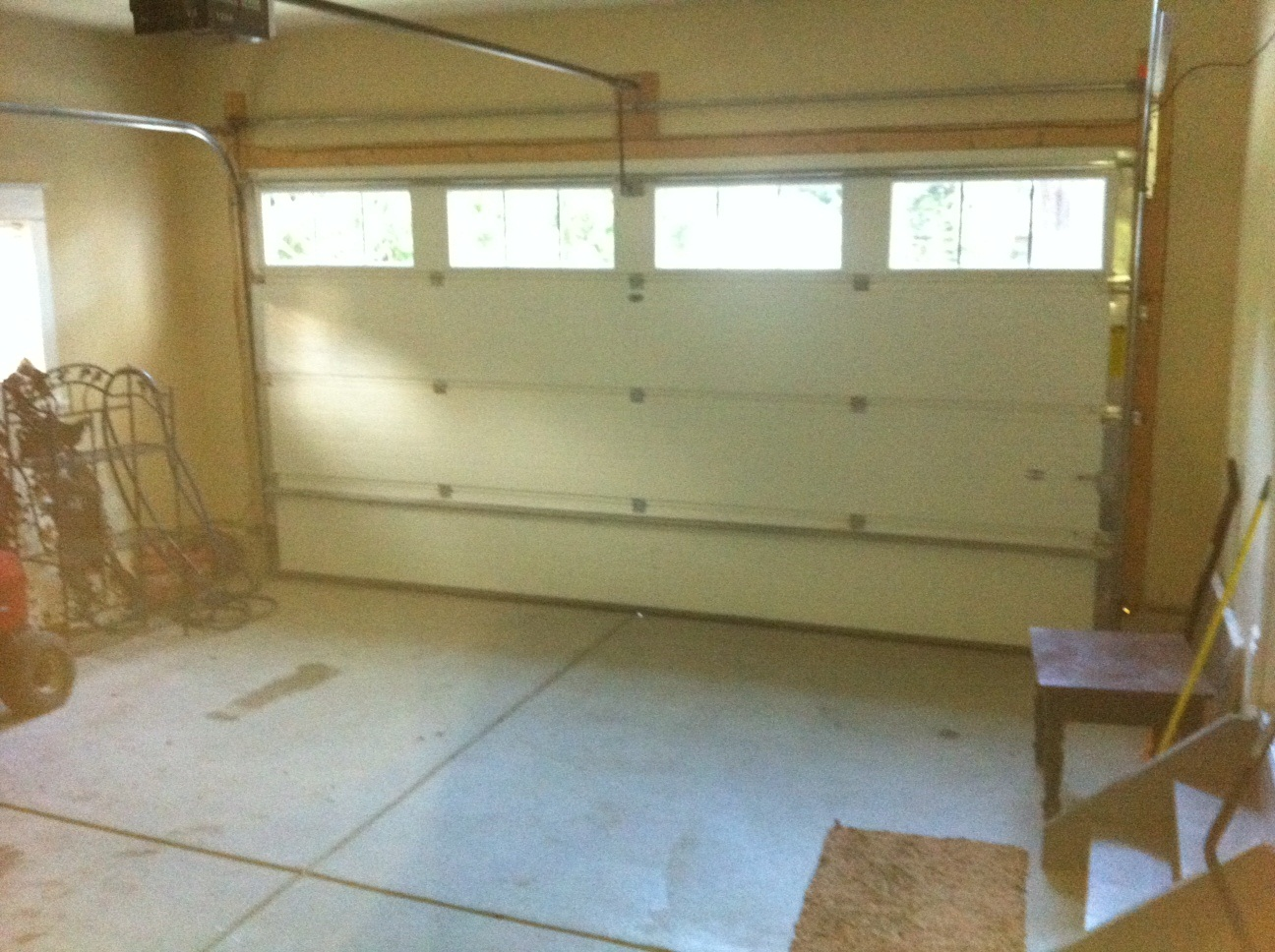 Garage included in 3 bedroom side