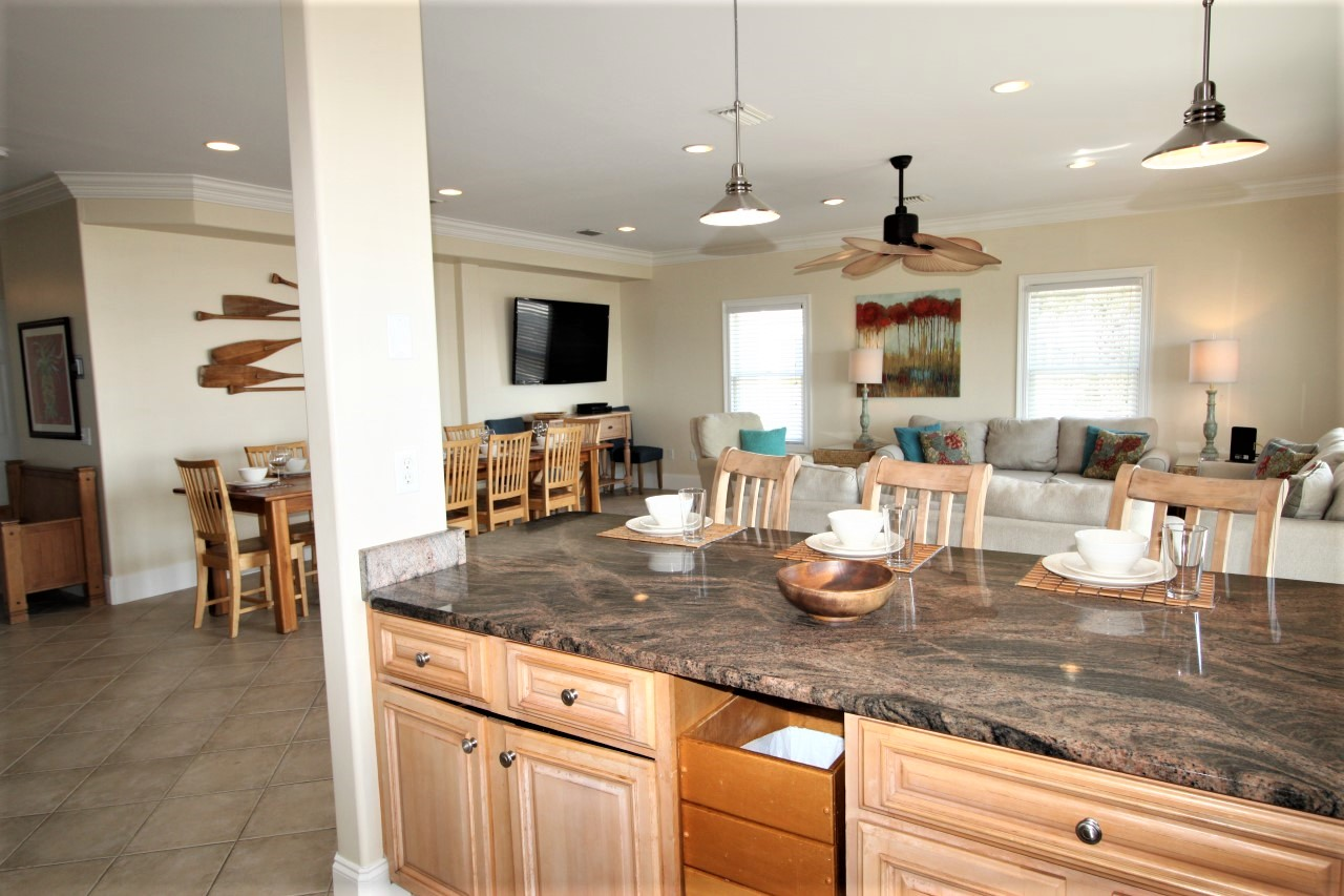 Perdido Key family vacation home with 6 bedrooms oceanfront sleeps 18