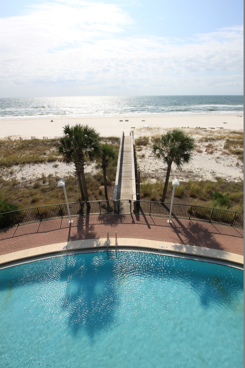 Luxury vacation rental with beachfront pool in Perdido Key, FL