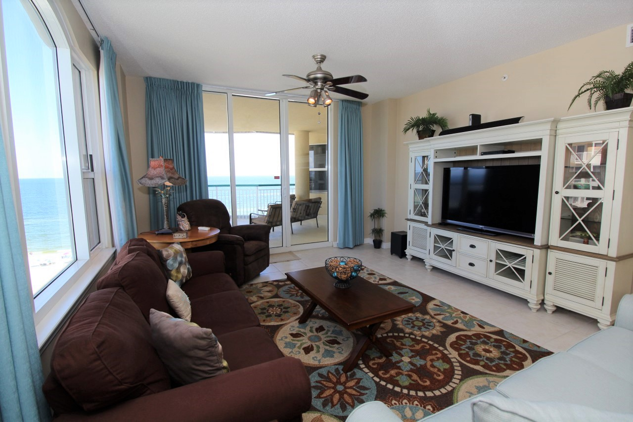Beach front vacation rental with 3 bedrooms in Perdido Key, FL
