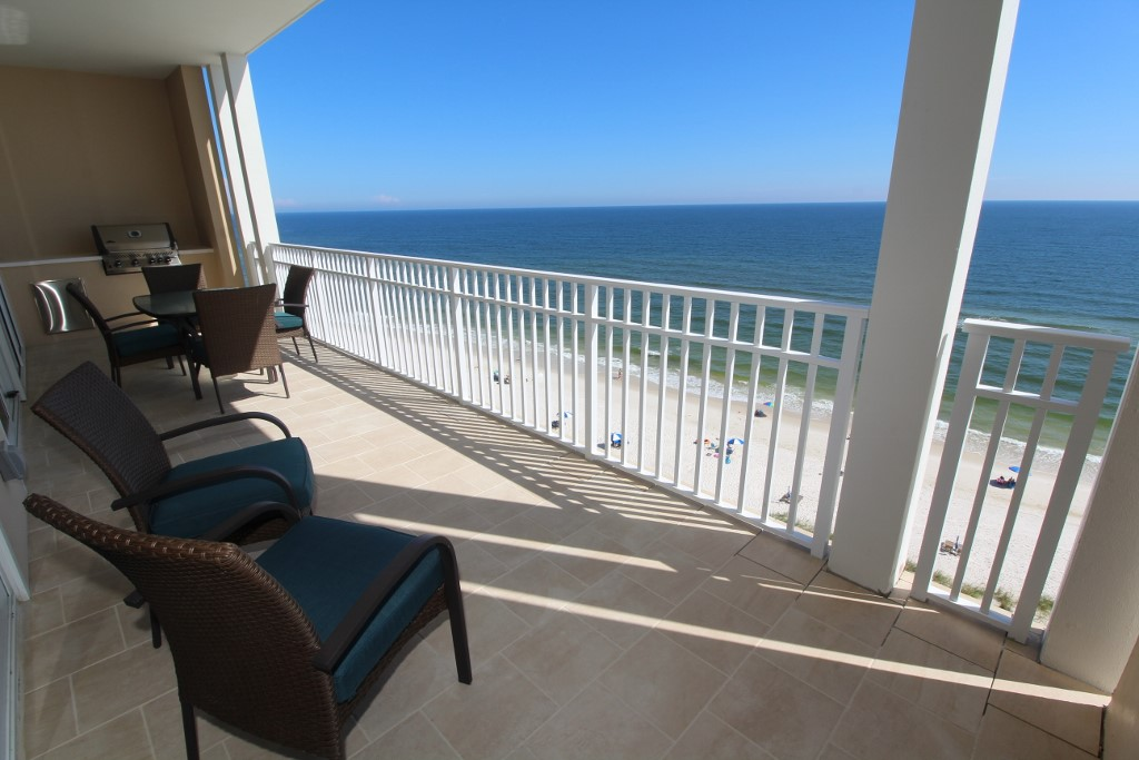 Ocean front condo rentals in Perdido Key with pool and grill