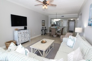Perdido Key beachfront vacation condo with 3 bedrooms sleeps 7