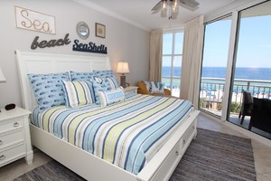 Beachfront condo rental with 3 bedrooms and pool