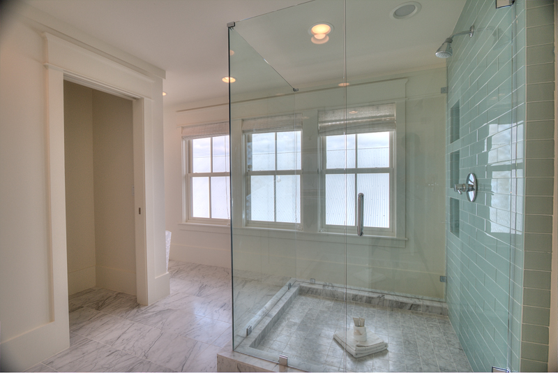 Large bathroom on third floor for the king room and media room guests