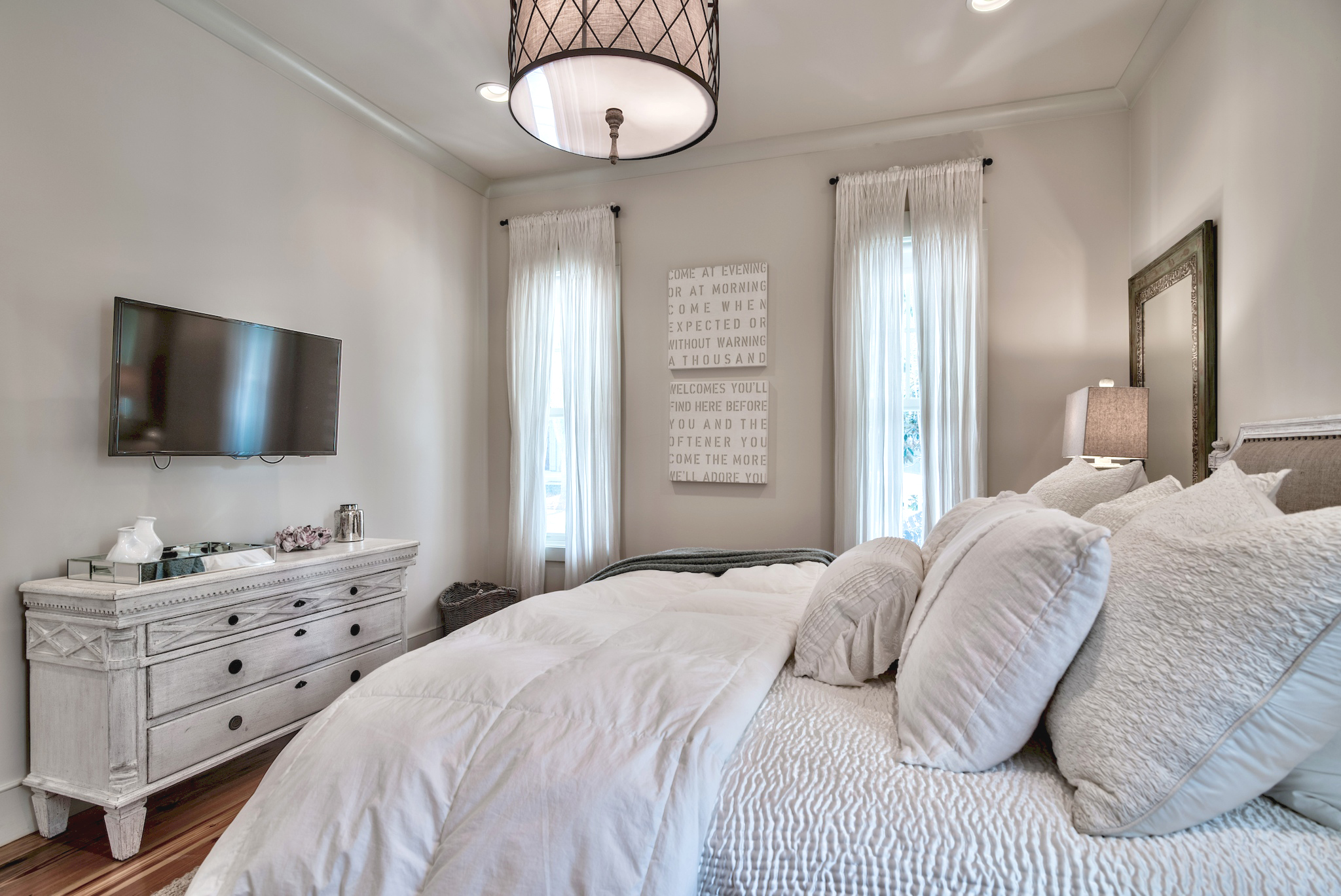 Additional view of the 1st floor king guest room