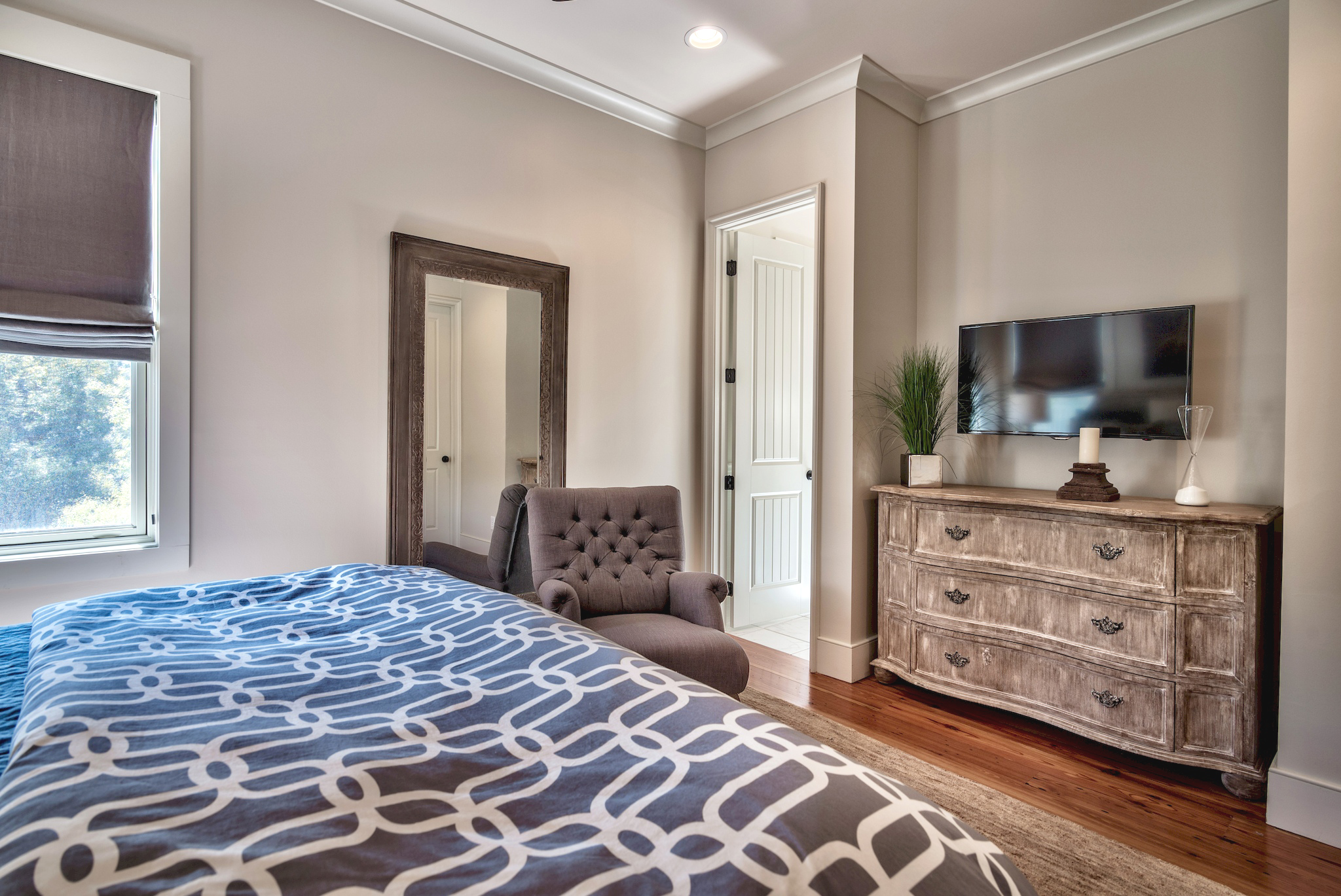 King guest bedroom with an ensuite bath