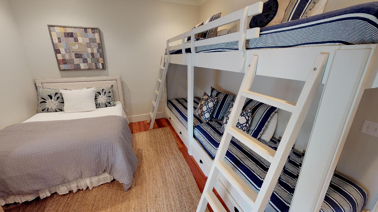 Queen guest room with 2 sets of twin bunk beds
