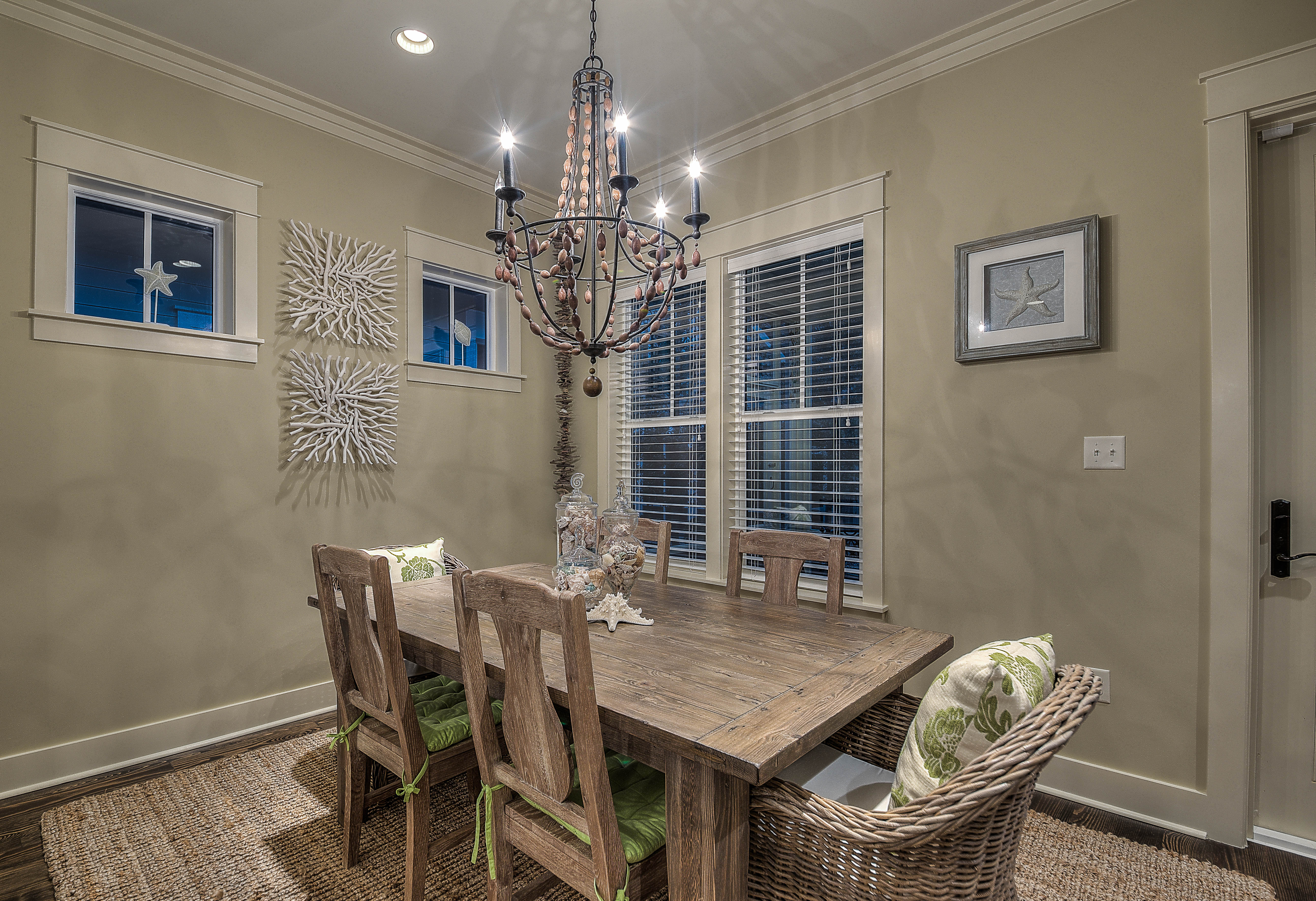Wonderful dining area with seating for 6 for those home cooked meals