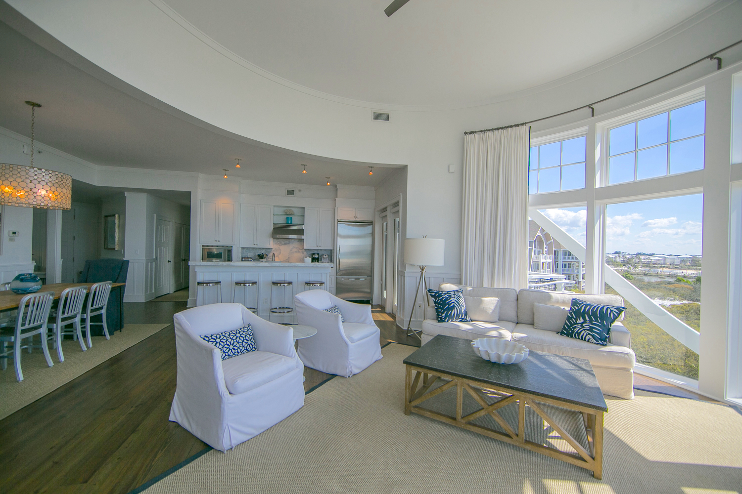 Wonderful open concept space that allows you to take in the view from any vantage point in the condo