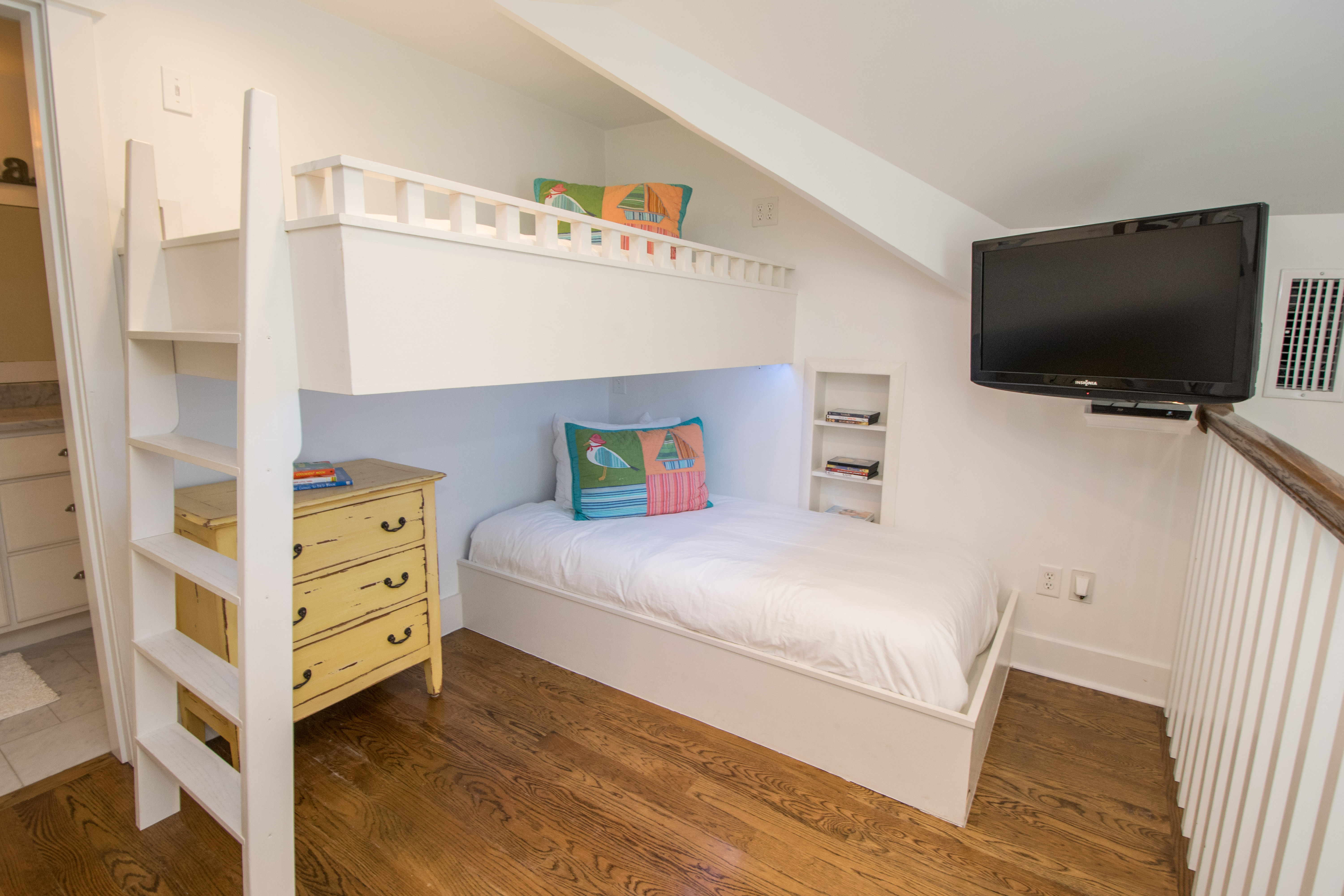 3rd Floor Bunk Room with 4 Platform Twins, Ensuite full bath and flat screen tv