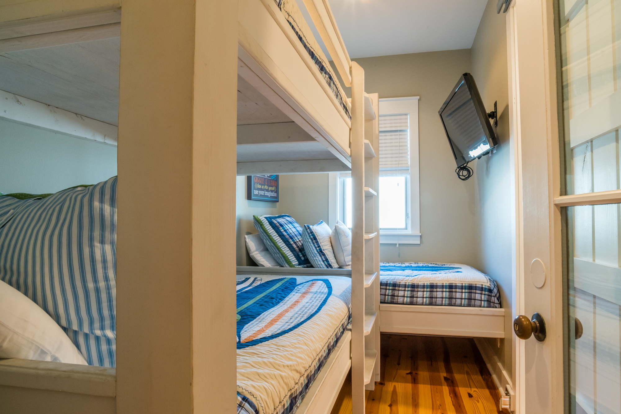 Bunk room with 1 set of twin bunks and a twin bed
