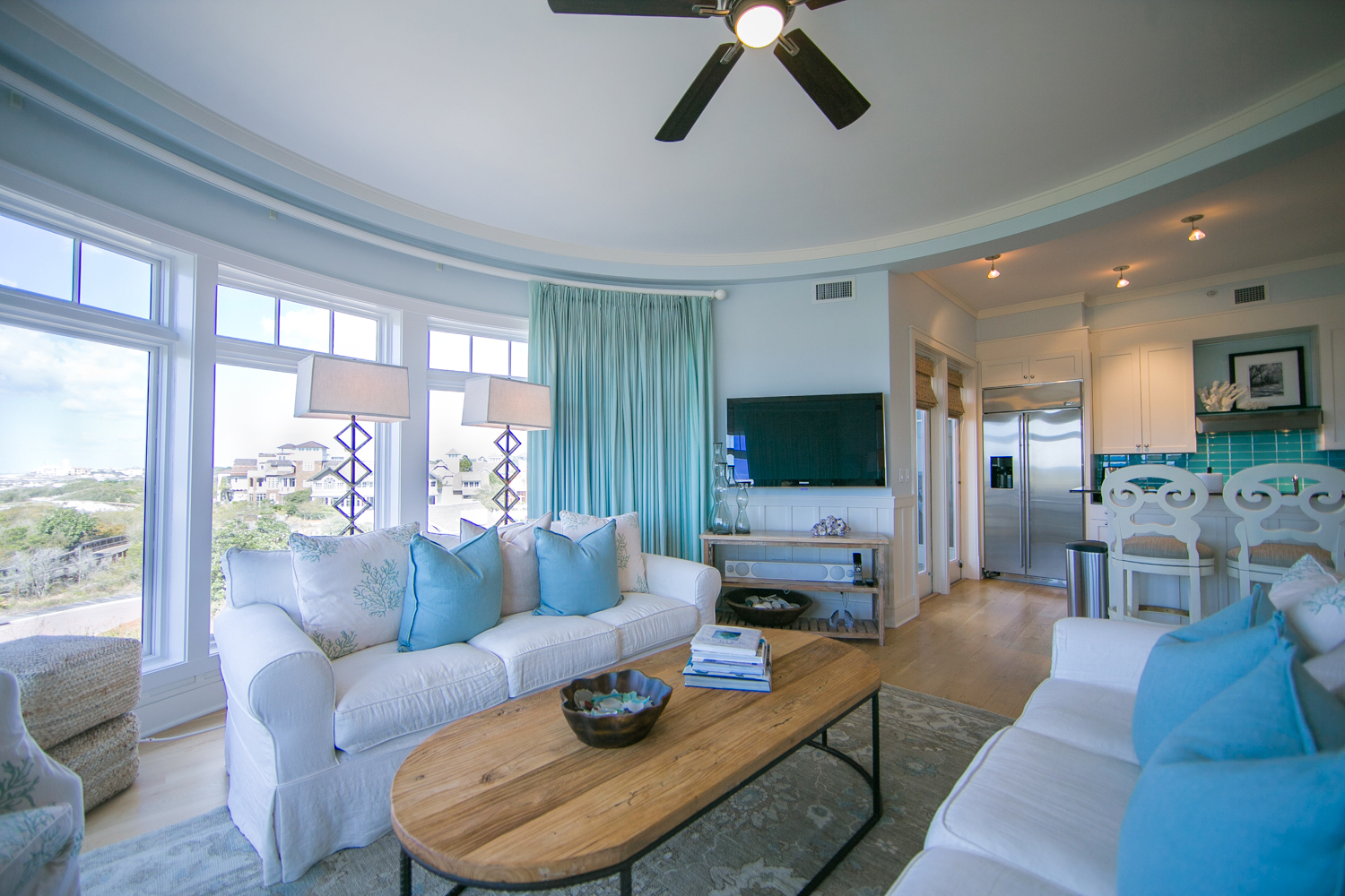 The beauty of the 30A coast line is available for your viewing pleasure  Watch the sunrise and set from this beautiful space