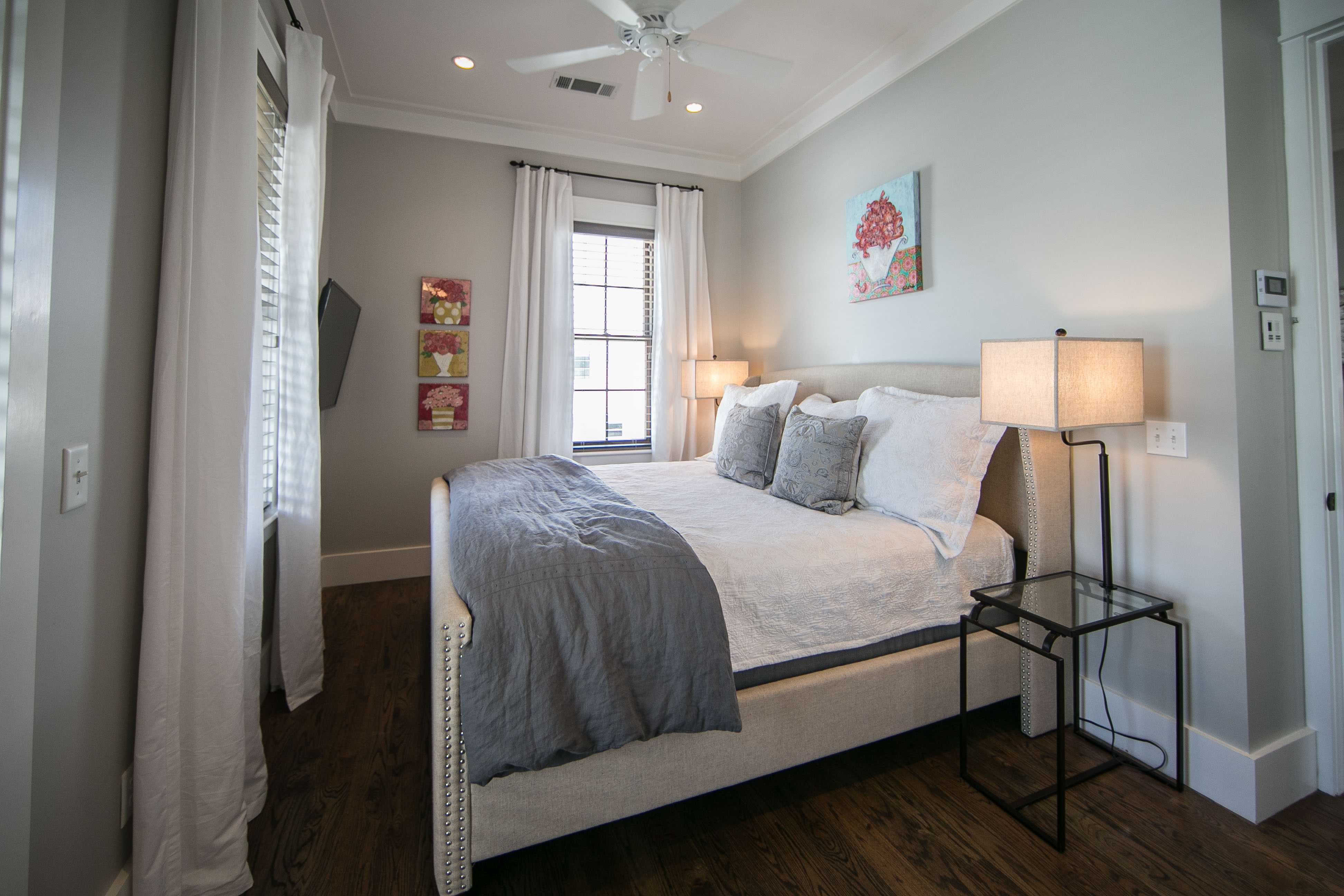 Carriage House private king bed with ensuite bath