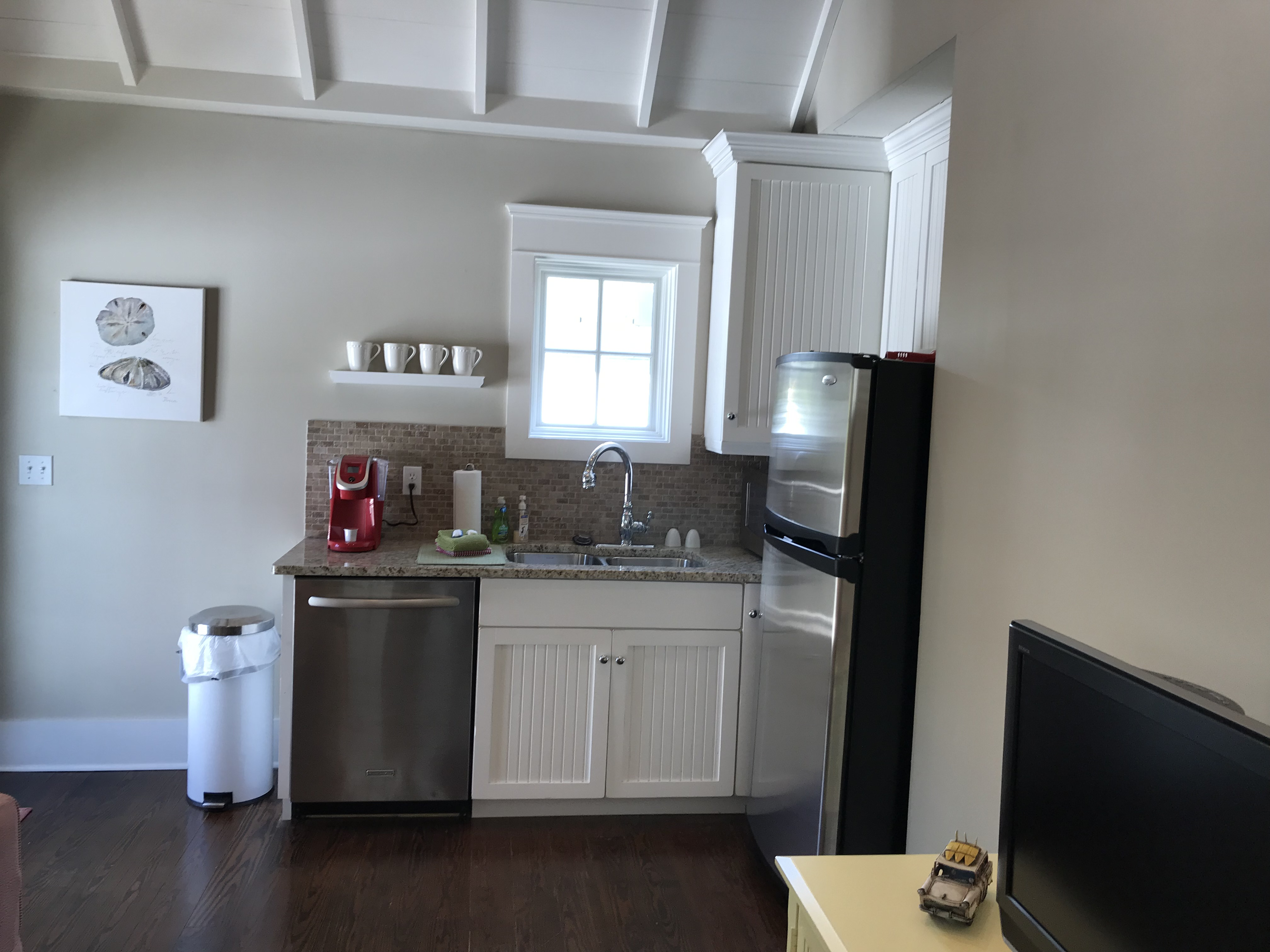 Great Little Kitchen in Carriage House