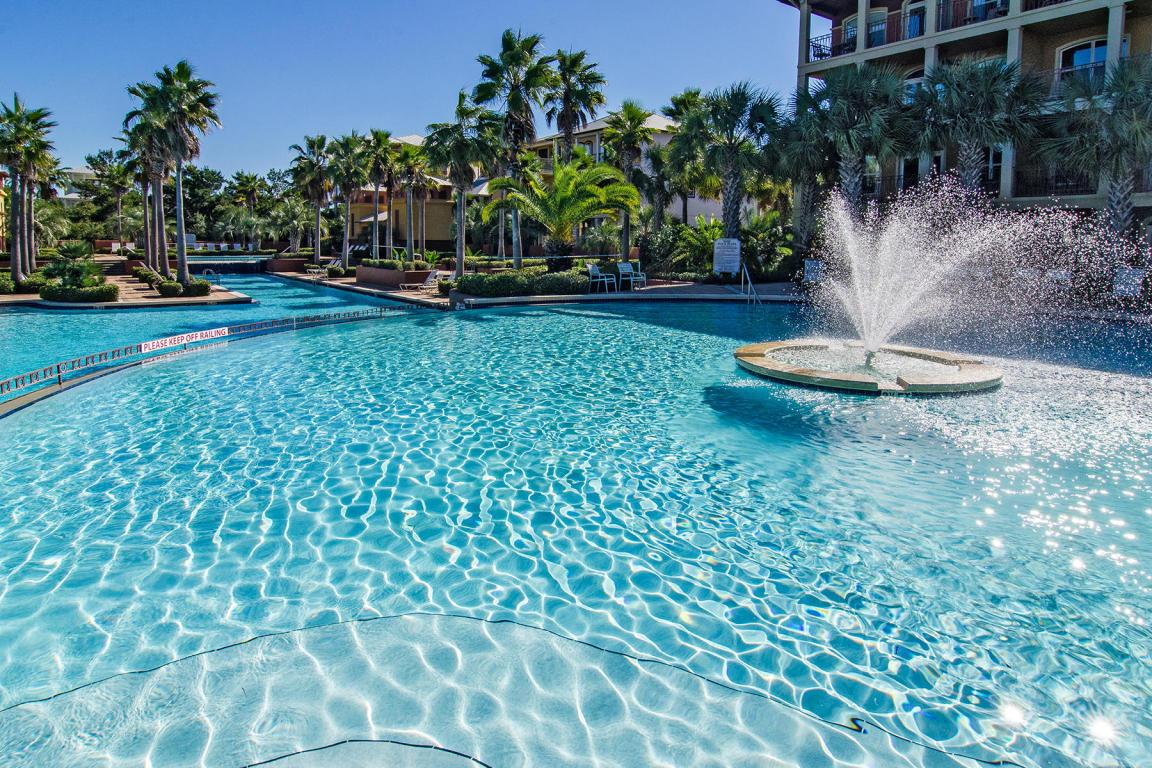 Carefree Cottage is directly across the street from the HUGE Seacrest Community Pool