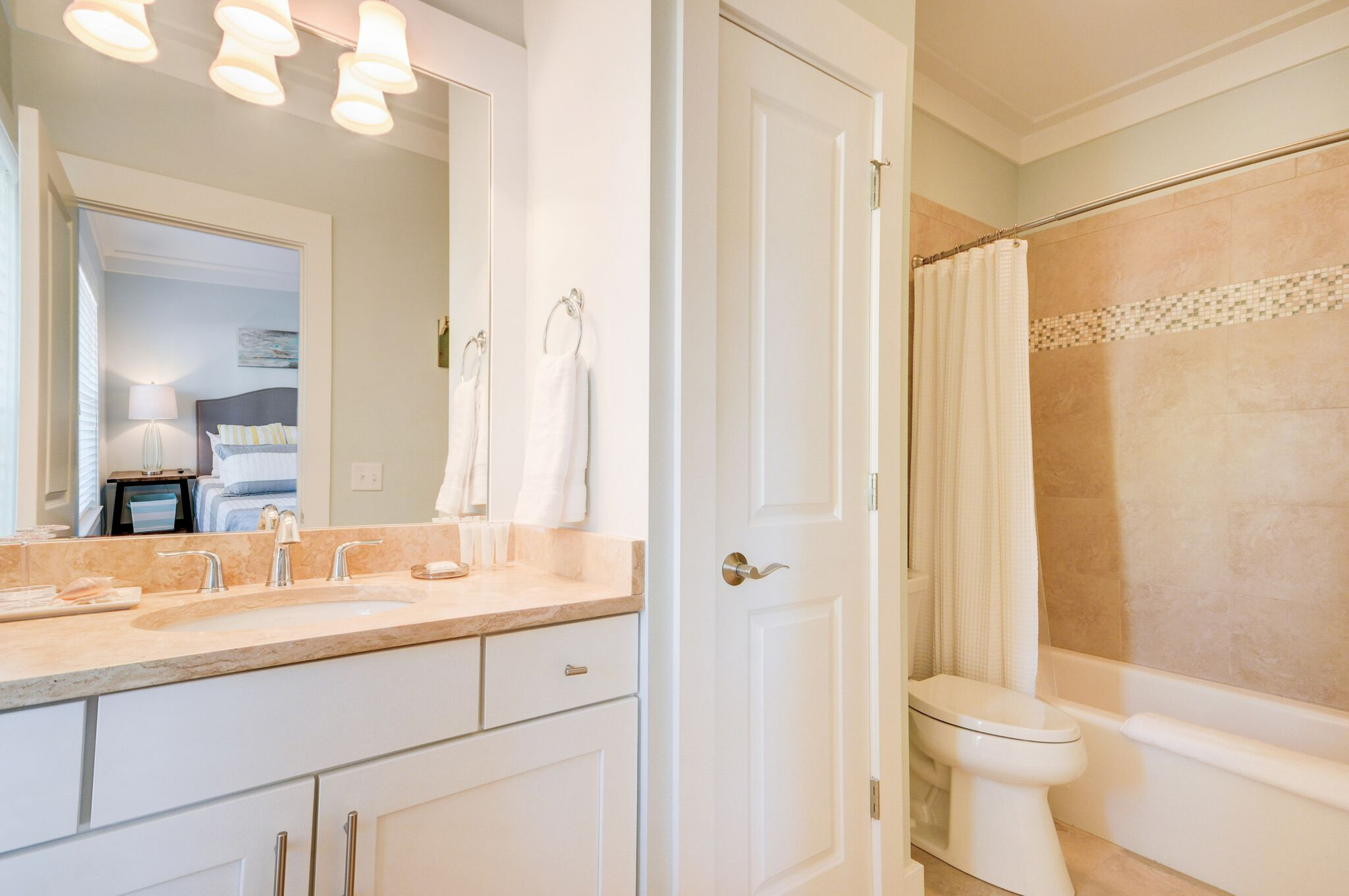 1st Floor King Ensuite Bathroom with shower/tub combo