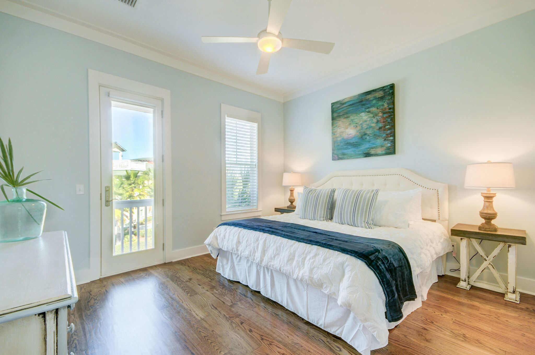2nd Floor King Bedroom with 42 inch flat screen TV and shared bathroom access