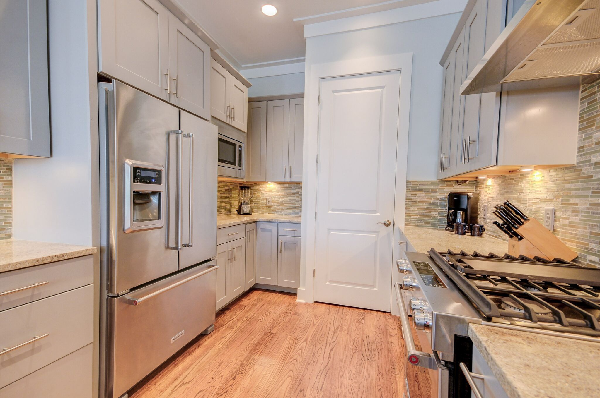 Stainless steel appliances with 6-burner gas range