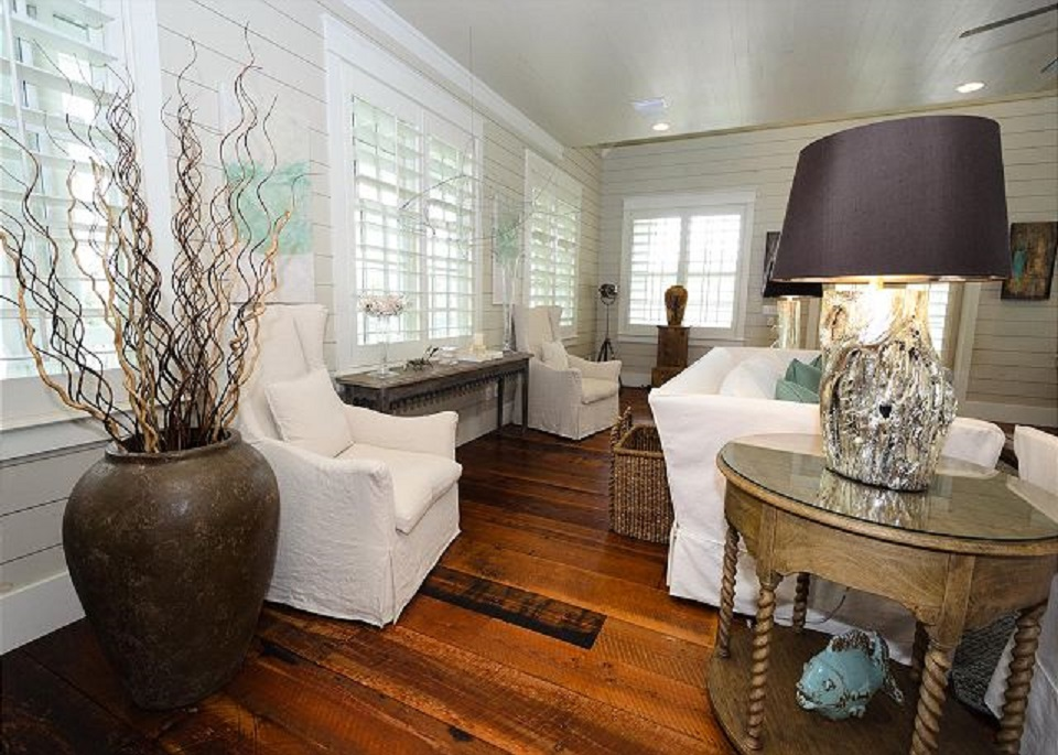 Professionally Decorated Home With Exquisite Furnishings