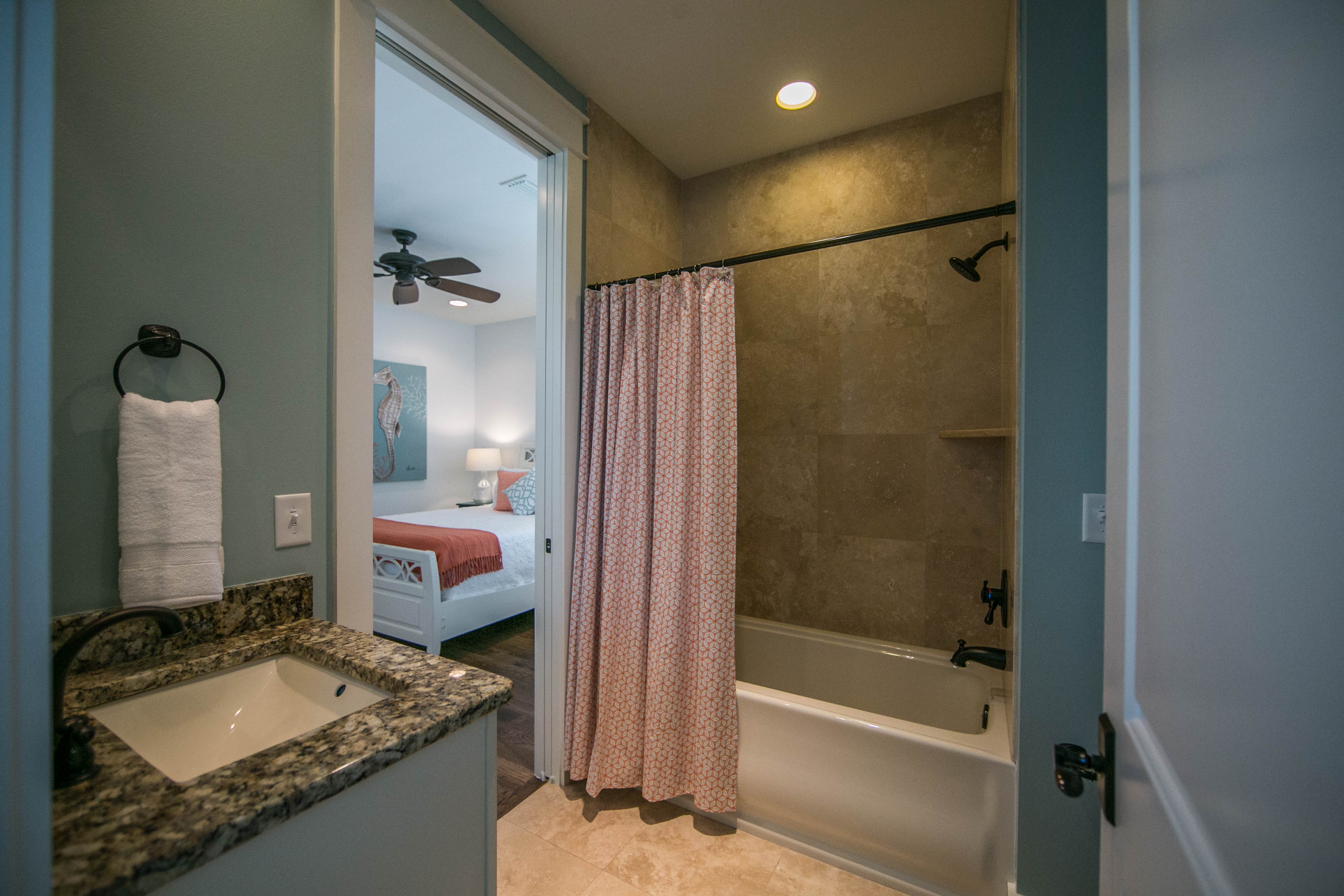 Shared bathroom with tub 2nd floor for Queen bedroom, bunk room in upstairs hallwall