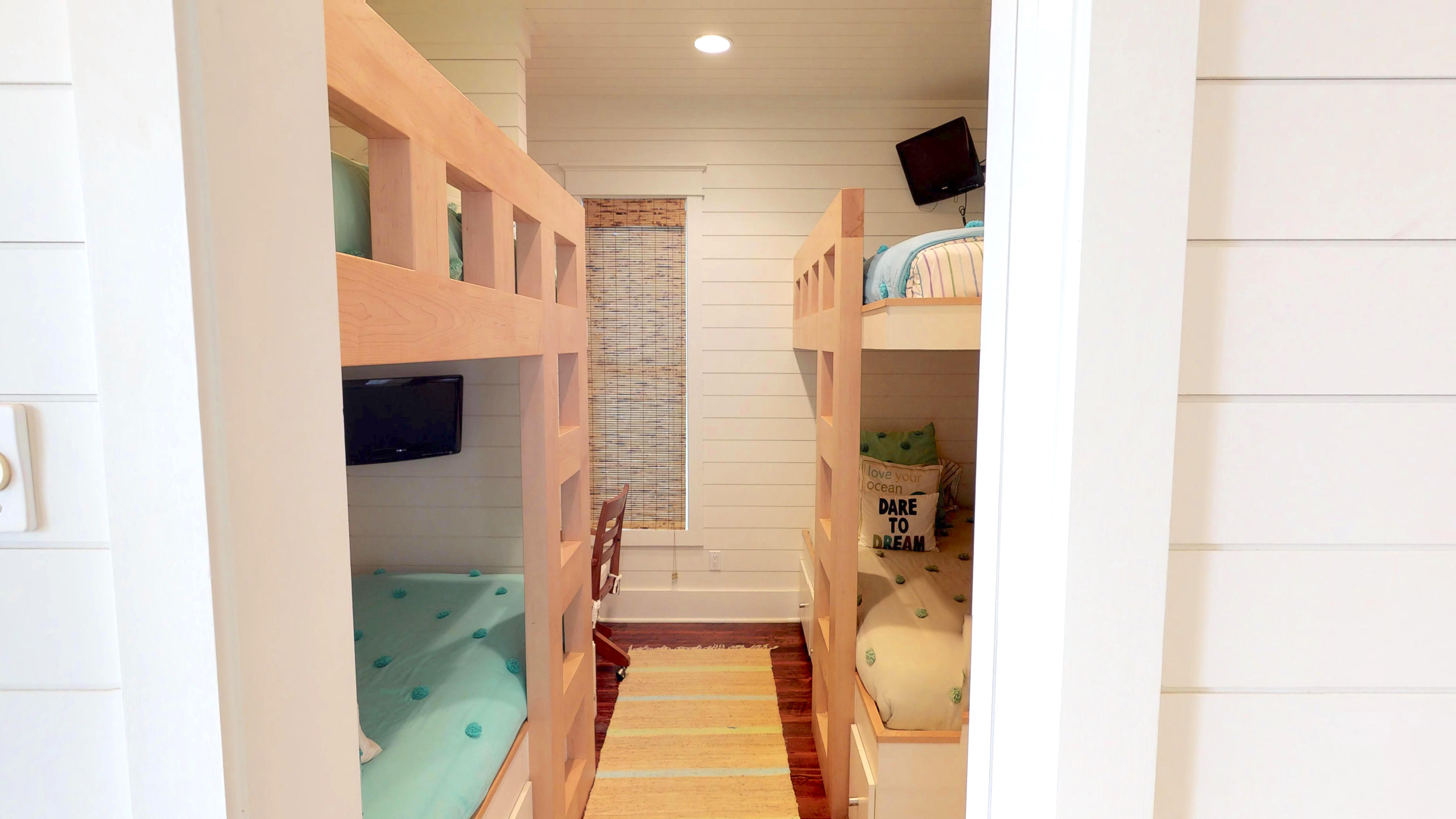 1st floor Bunk bedroom with 2 sets of Twin bunk beds