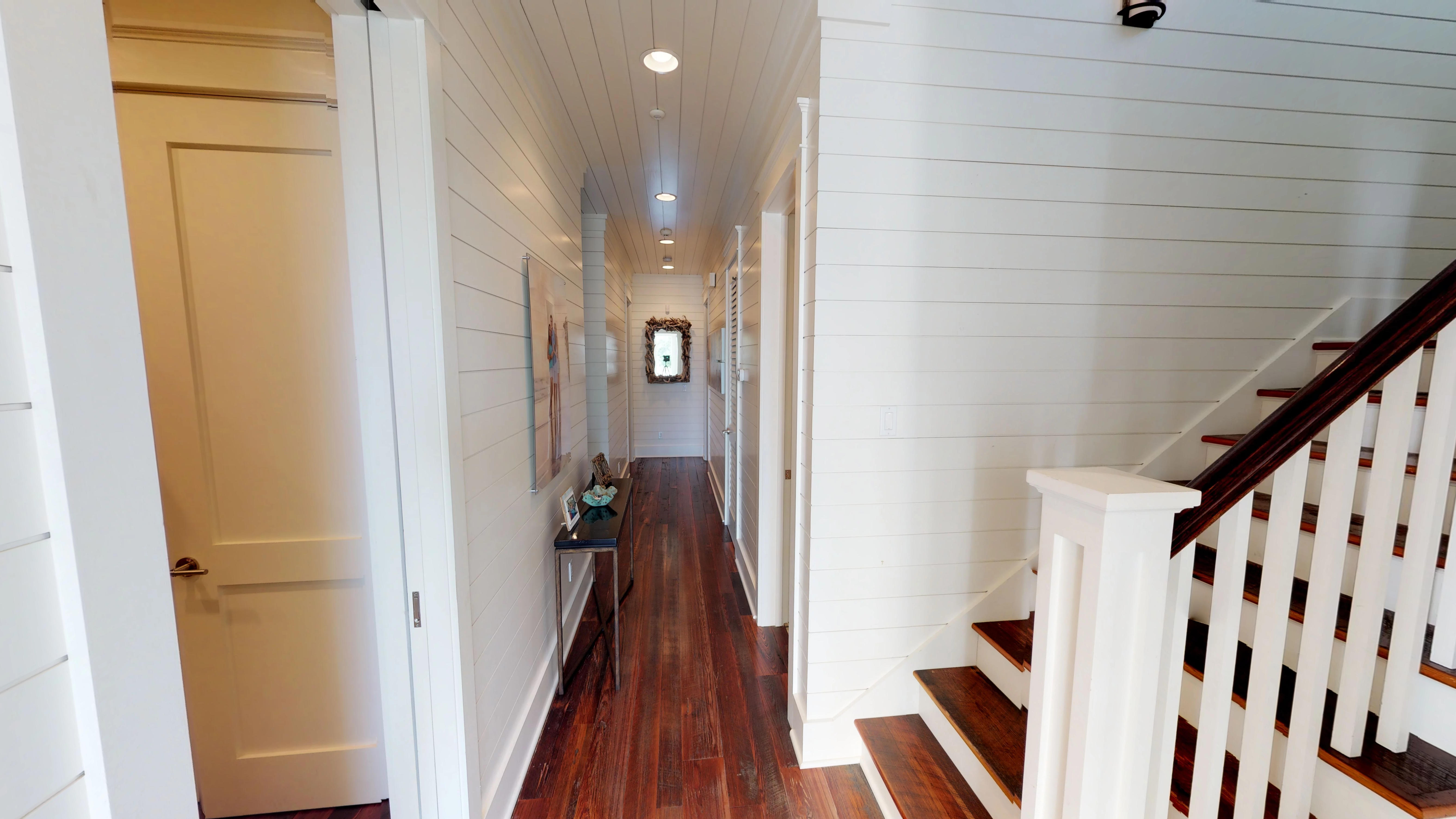 Lovely entrance with a deep hallway leading to 3 bedrooms