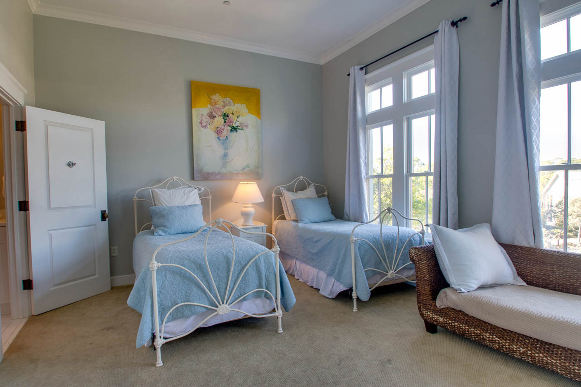 Guest bedroom, 2 twin sized beds and twin daybed.