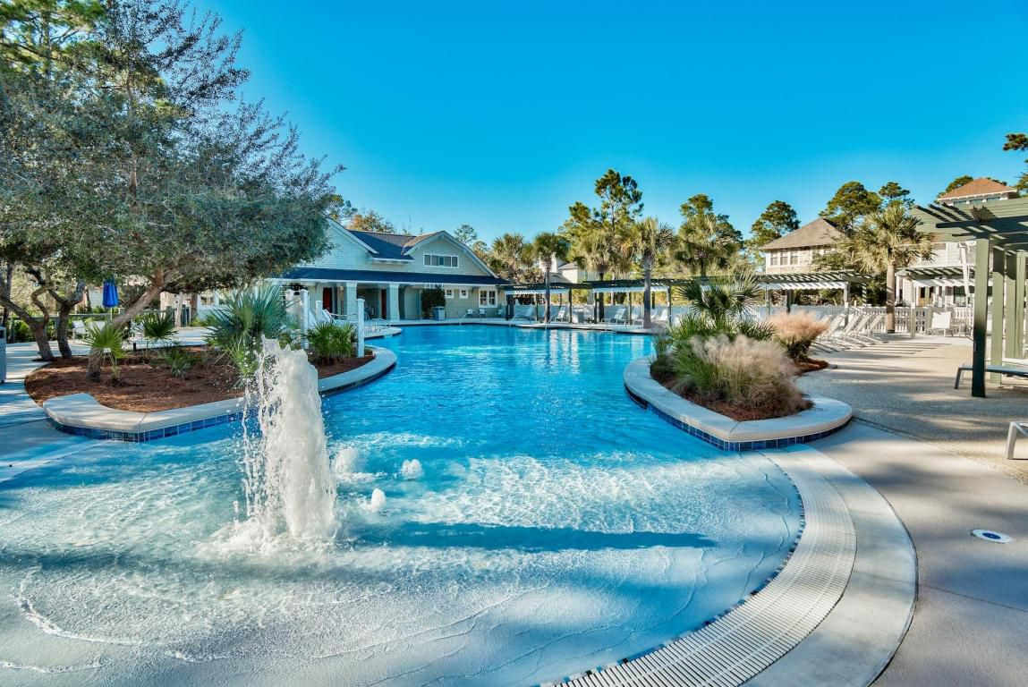 WaterSound West zero-entry pool with bathrooms, showers and wonderful fountains