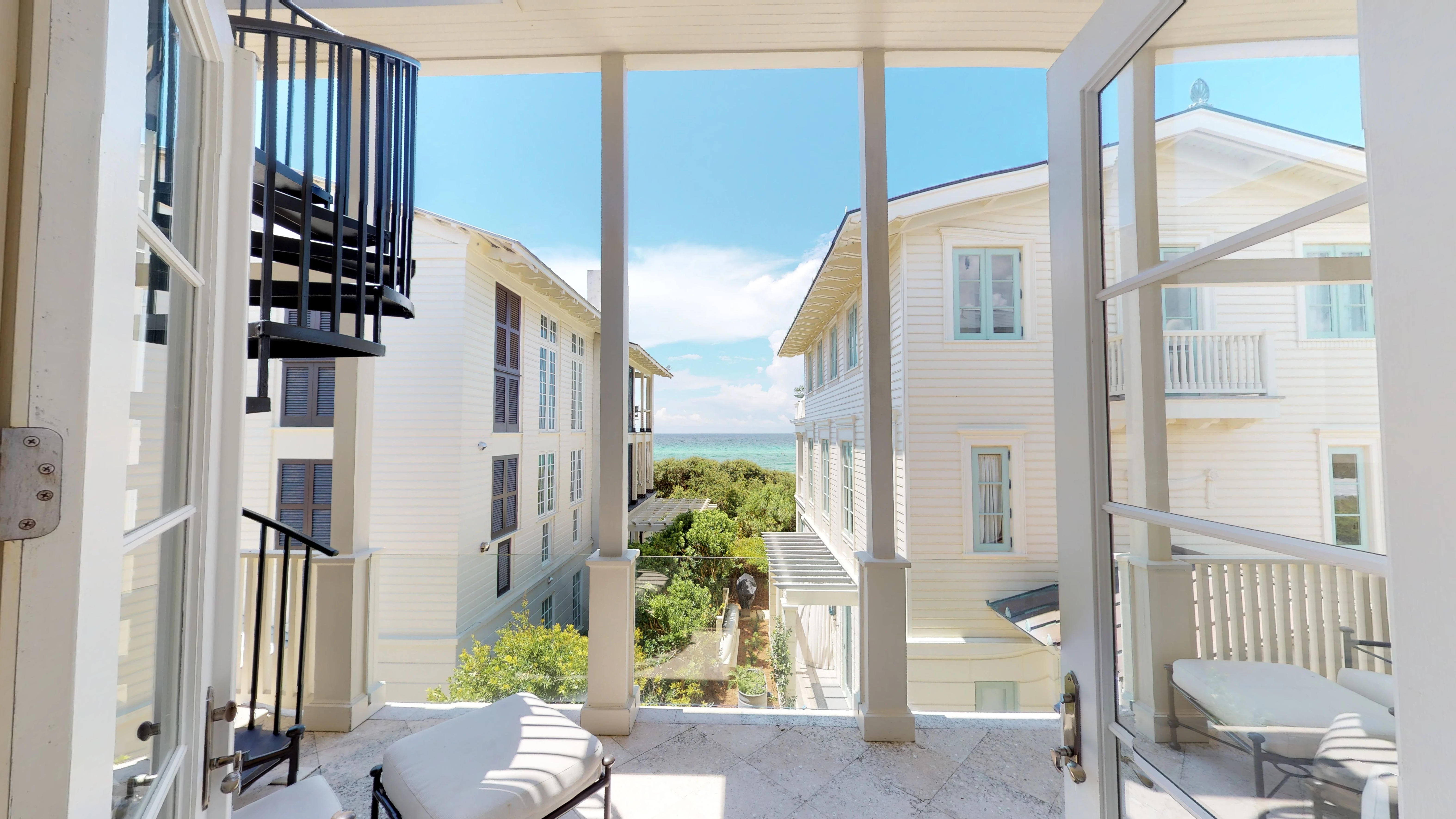 Direct access to the balcony with beautiful views of the Gulf