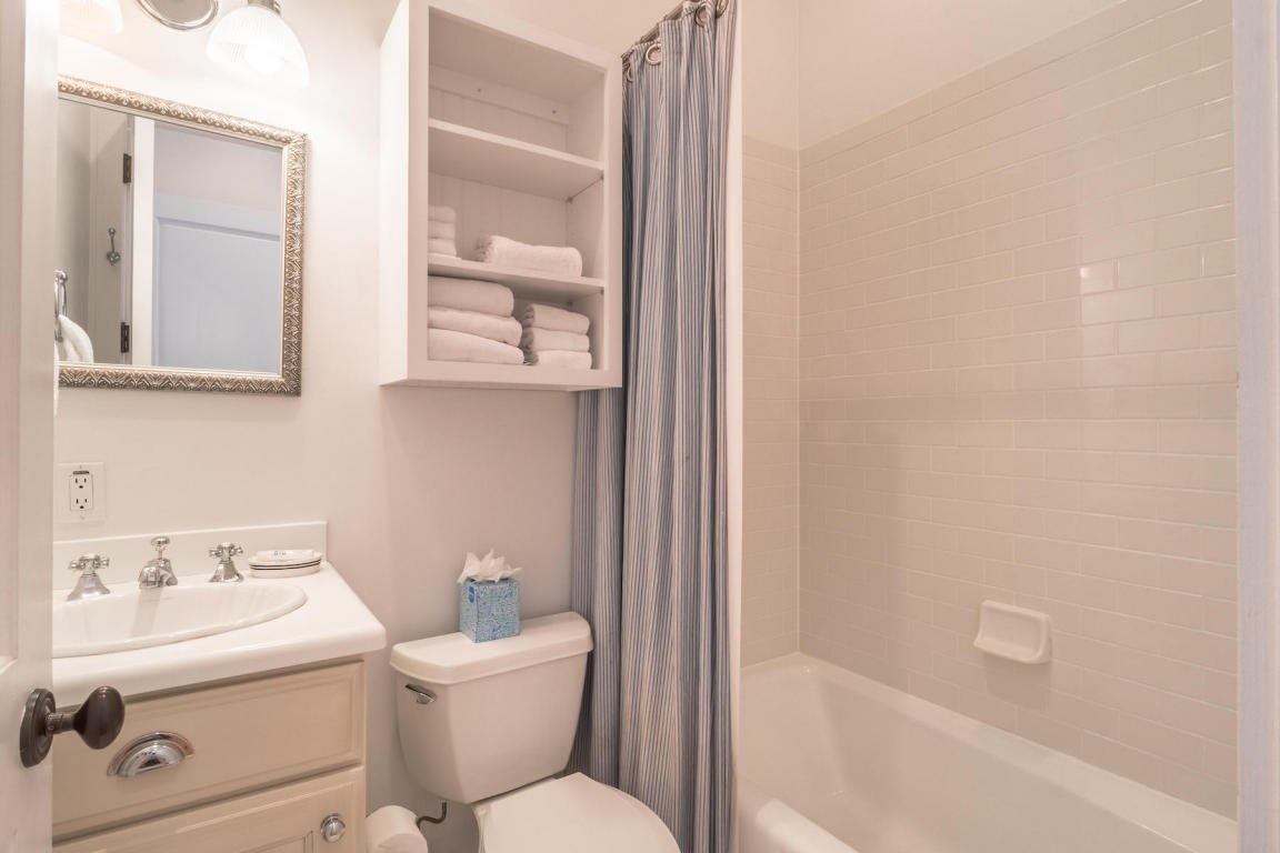 Twin guest bath with a tub/shower combo