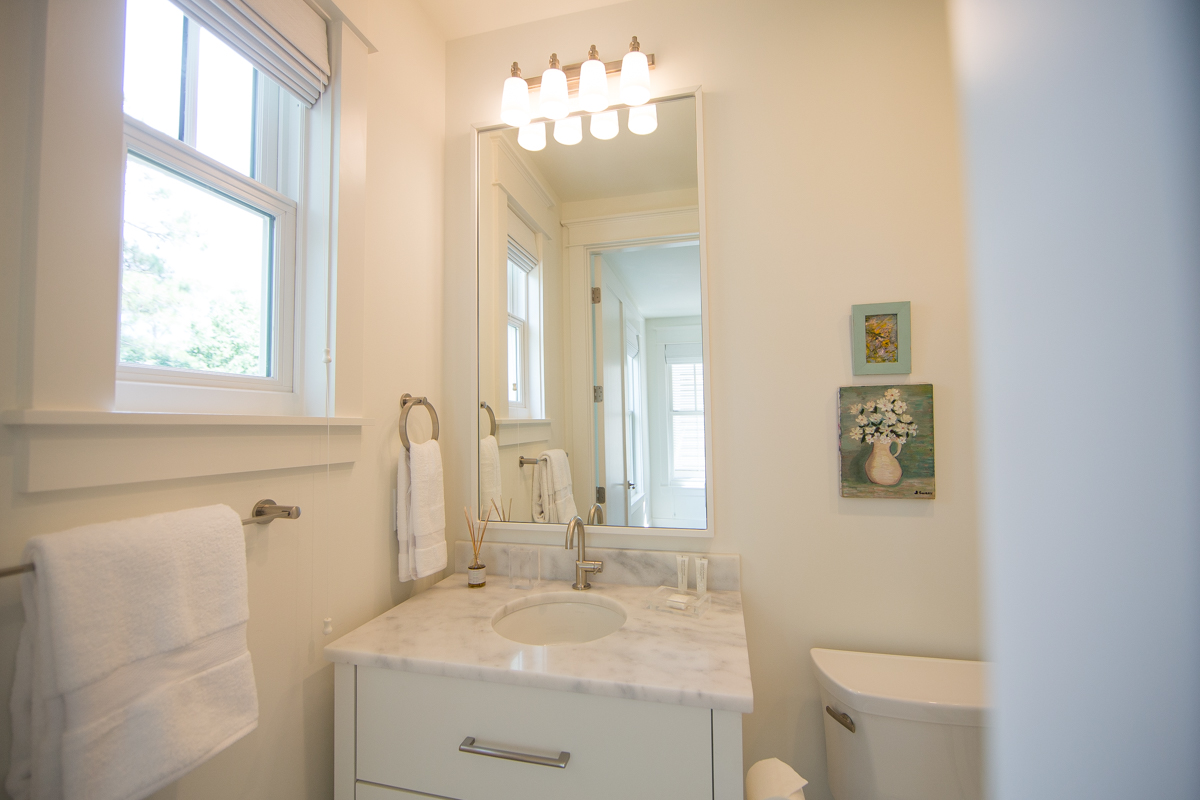 King guest bath with a shower