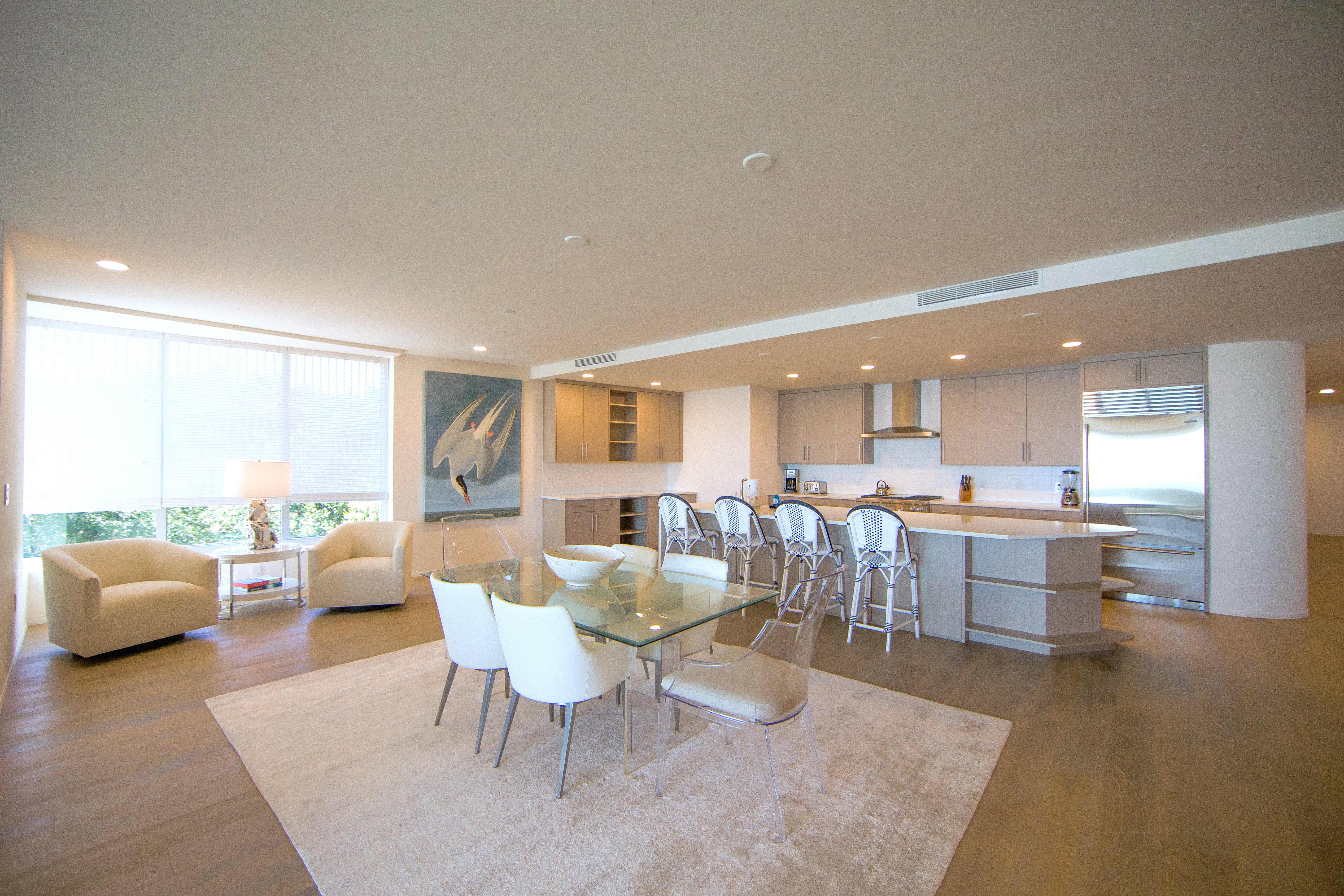 Wonderful space for entertaining your family. Bar stool seating is also available along the bar.