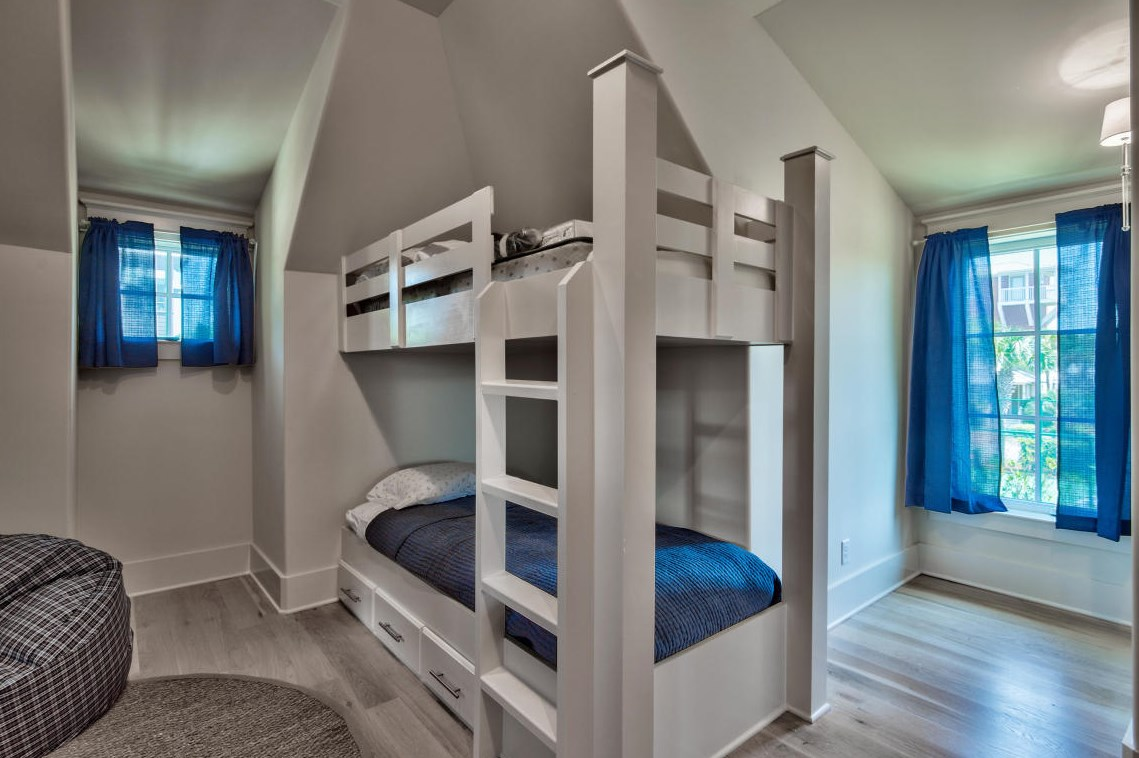 The bunk room as plenty of space