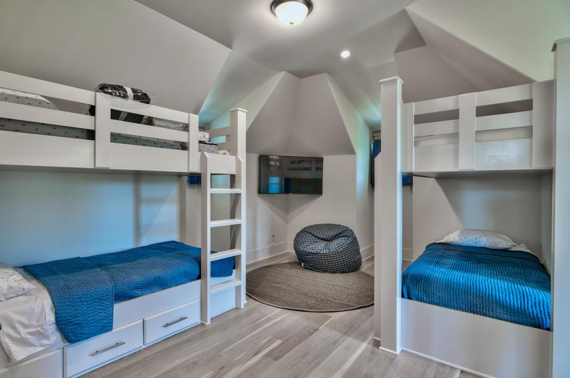 Fantastic bunk room with 2 sets of bunks and a TV