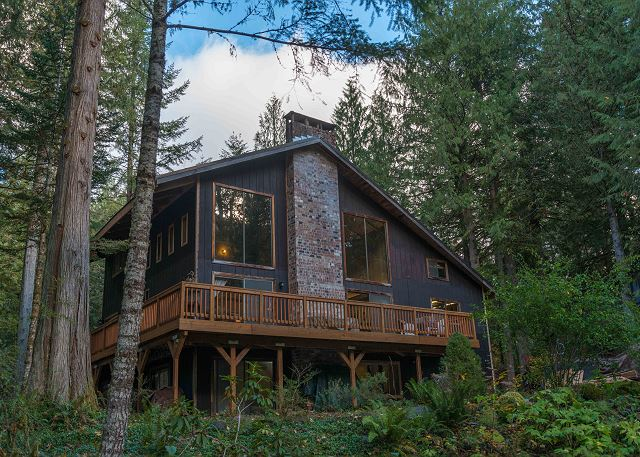 FR-Lucky's Mountain Chalet-Rhododendron-Oregon-01