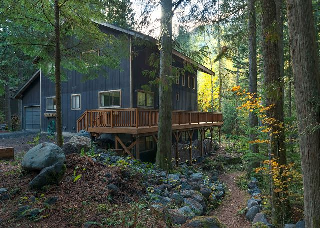 FR-Lucky's Mountain Chalet-Rhododendron-Oregon-02