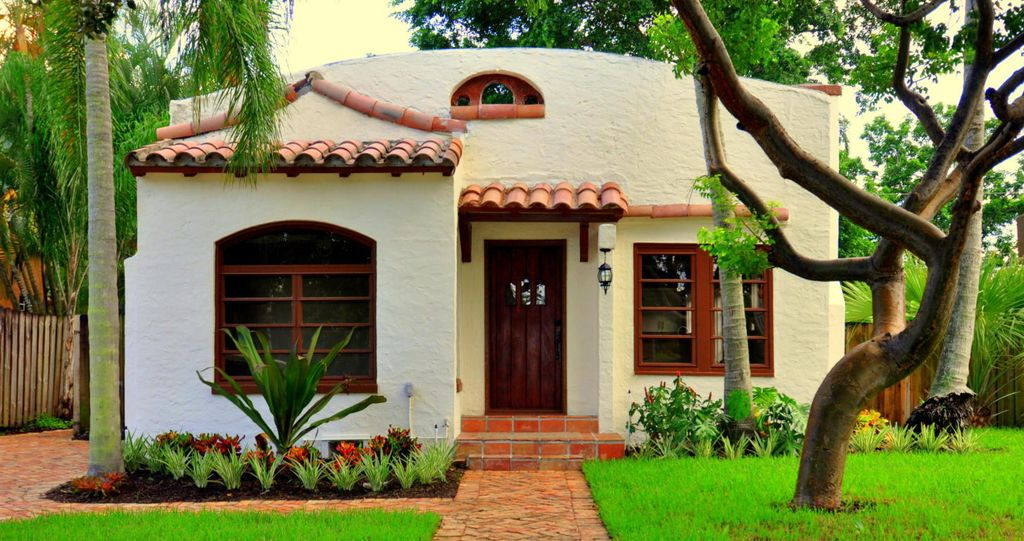 Casa Bronce - Vacation Home For Rent Spanish-style bungalow 2 Bedrooms • Sleeps 4 - 2 Queen Beds,1 Sofa Bed 1 Full Bathroom