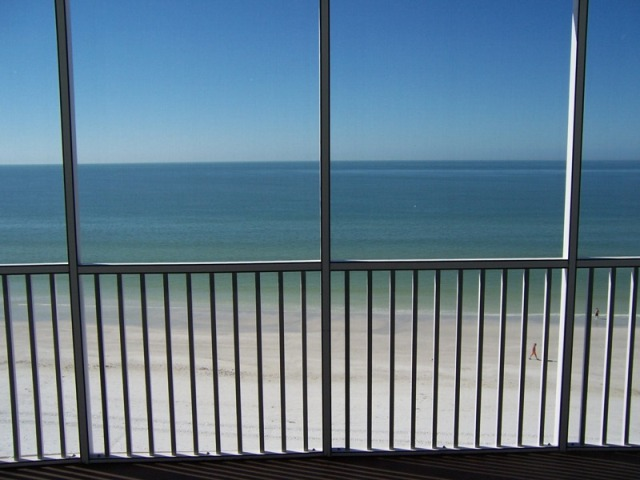 Gulf Front condo with 2 bedroom in Siesta Key on World Famous Crescent Beach
