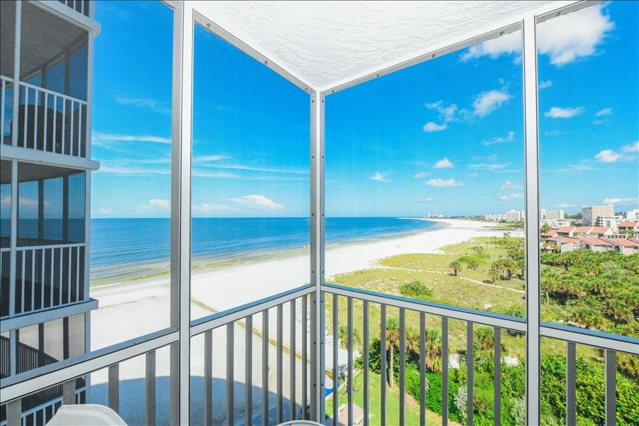 Gulf Front condo on Crescent Beach in Siesta Key with 2 bedrooms and pool
