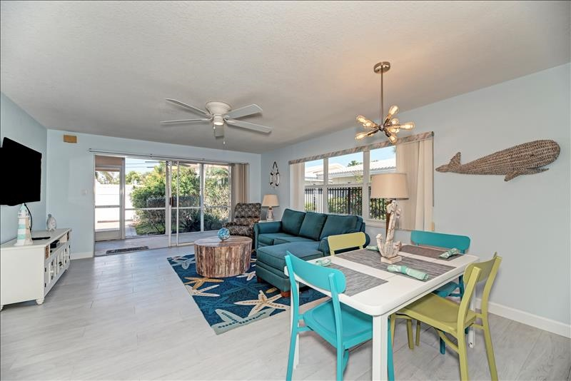 2 bedroom villa rental on Siesta Key steps to the beach and close to Siesta Village