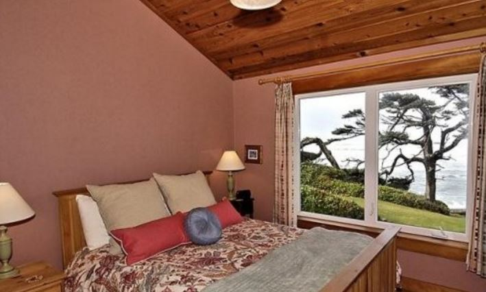 Ocean view luxury vacation home in Cannon Beach, OR sleeps 12