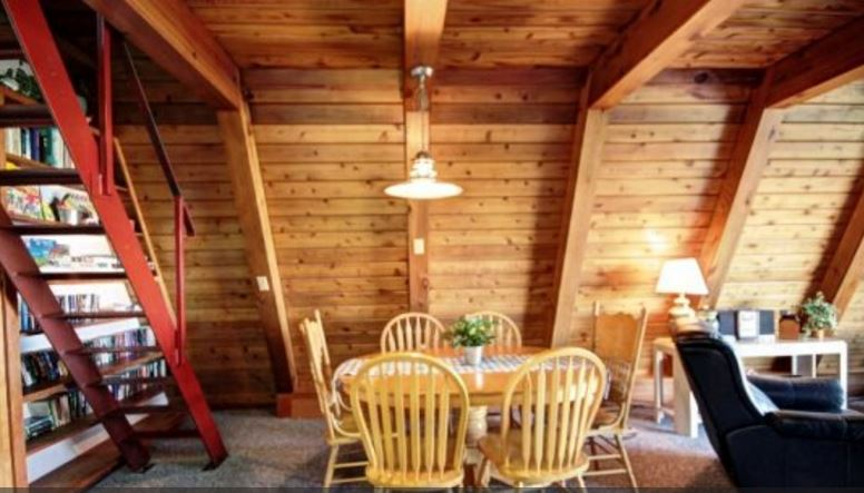 Cannon Beach vacation rental home with 3 bedrooms and ocean views